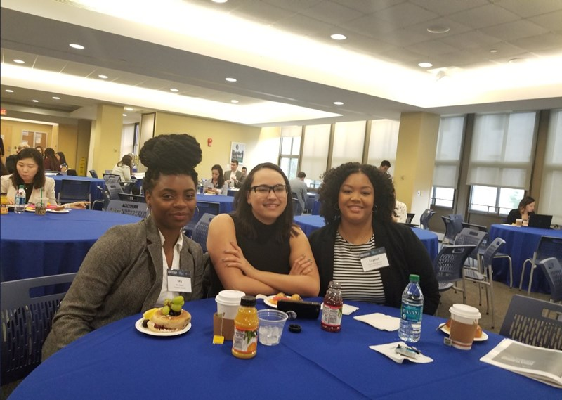 Students_at_breakfast